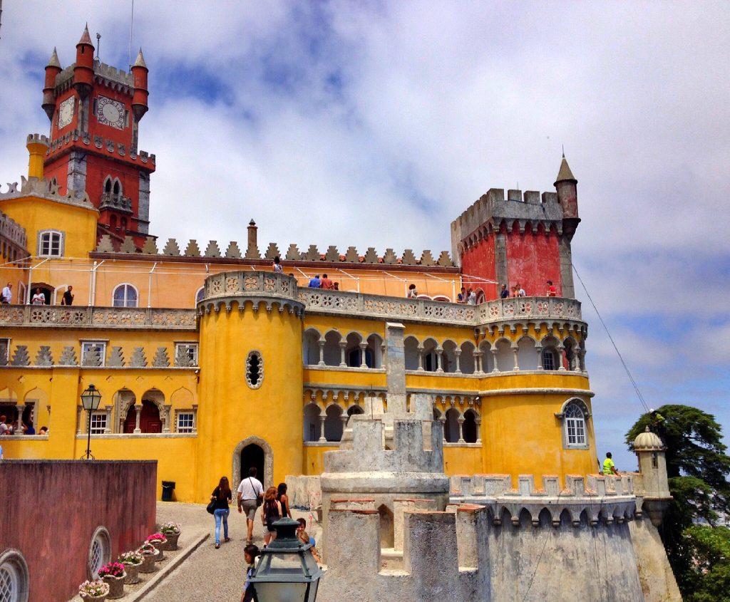 What to do in Lisbon: palacio da pena in sintra