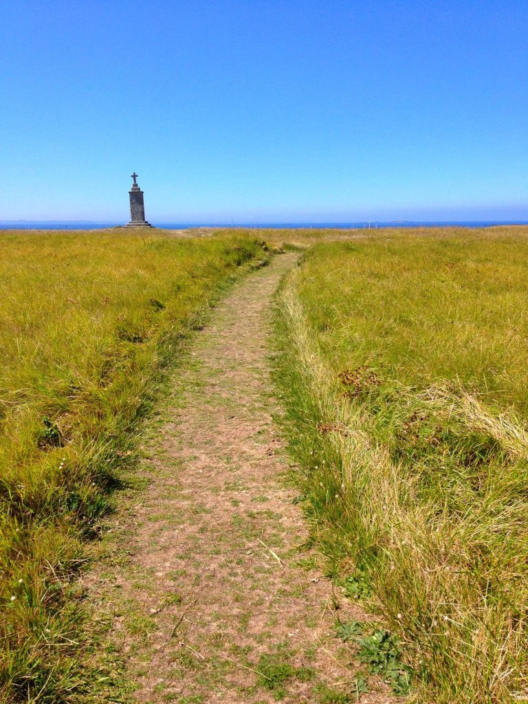 footpath passing through Hoedic island